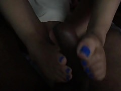 Blue toe girl daje mi footjob