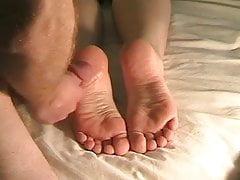 La migliore sborrata enorme di piedi mai !!!