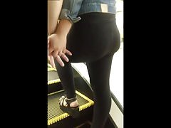 # 10. Estaba rica tu mina: leggings da fidanzata bubble butt