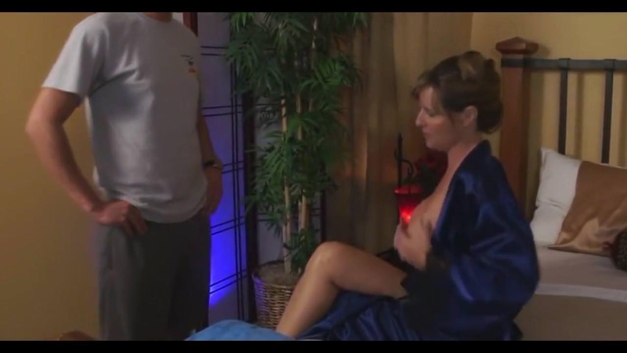 Видео девушки мастурбируют мужчинам