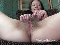 Cara Banx mostra il suo sexy corpo peloso nudo