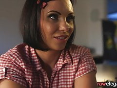 Cocksucking glam babe baisée par bbc