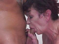 Grand-mère obtient chaud visite et éjaculation