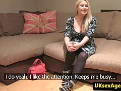 Vollbusiges Casting Brit Dickriding Reversecowgirl