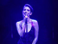 Sexy Anna Chipovskaya singt Herzen