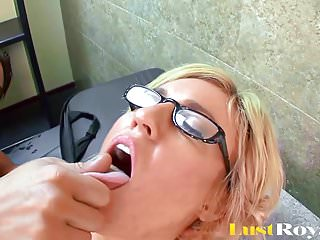 Cumshots Blondes First video: Slutty Blonde Secretary Does Her Boss On First Day Of Work