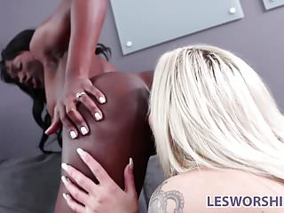 Black And Ebony Interracial video: Ebony lesbian babe Ana Foxxx performs at an interview