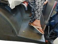 (2) Pieds candides dans le bus (& faceshot)
