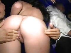 Slutty Girls jíst kočičku v klubu