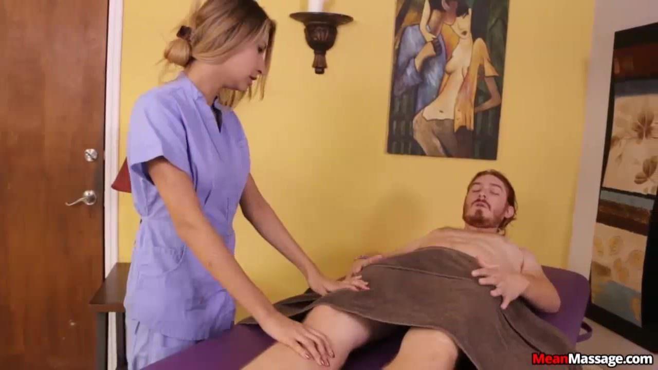 Порно с очень молодой шатенкой