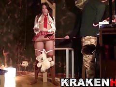 KRAKENHOT - Uczennica po raz pierwszy w BDSM