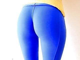 圓屁股青少年在緊身氨綸打底褲最好的駱駝趾
