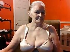 Grand-mère 68 ans aux gros seins