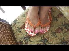 com na sandałach po palcach