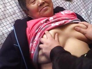 亚洲Amaeur奶奶享受它