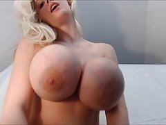 Kristi Silicone pod cyckami Monster Fake Tits