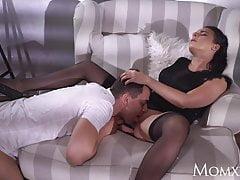 MOM tettona sexy MILF francese in lingerie nera lingerie e h