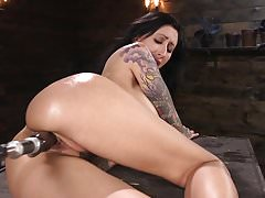 Tattooed Slut je zasraný do Squirting Orgasms