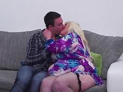 Reife BBW-Mutter verführen glücklichen Sohn