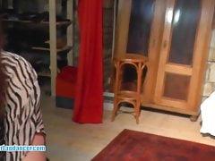Molliges tschechisches Amateur-Küken tanzt für einen Fremden