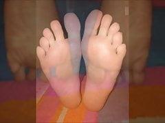 Maria porusza swoje seksowne stopy (rozmiar 39), część 3
