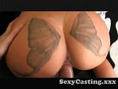 Casting Obrovské přirozené prsa dívky v odlévání