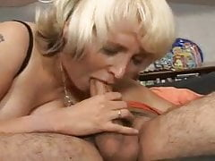 Mature Mom SOPHIA MOUNDS