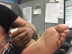 Seksowne stopy w pracy