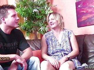 German Milfs Oldyoung video: Deutscher Stief-Vater und Sohn ficken die MILF Putzfrau