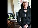 La lope en nonne se masturbe