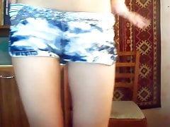 Streichelt die Muschi vor der Webcam
