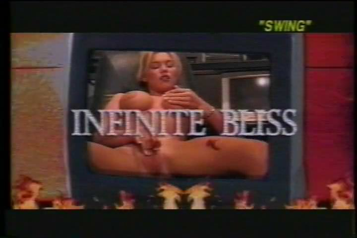 Мастурбация девственниц в ванной видео