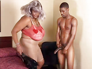 Matures Amateur porno: BBW Ebony Granny Takes Young Big Black Cock