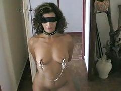 Bolesne szkolenie sutków dla uległej żony dziwki