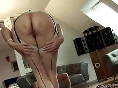 Glamour mature slut gets oral from her horny stud