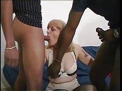 Incredibile buco del culo bianco dilatato da un grosso cazzo nero