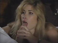 Super Hot Blonde Teasing Dick mit ihrer Zunge - Vintage Clip