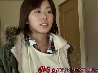 Cocksucking日本青少年从后面操