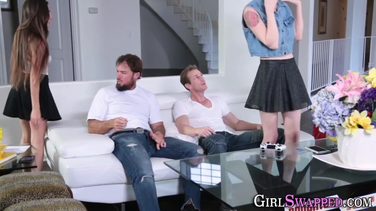 Порно лесби страпон трансвеститы