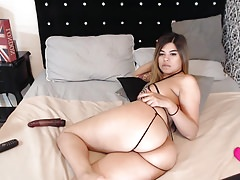 Latina Rubs Butt