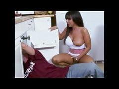 L'idraulico fa più del suo lavoro