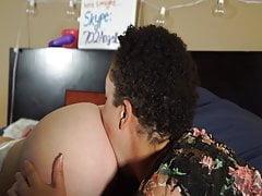 Teen incinta utilizza schiavo interraffico per mangiare
