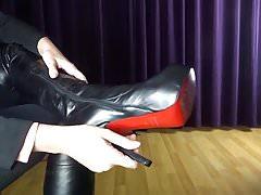 Ukažte a mrkejte moje sexy boty na vysoké podpatky s vysokým podpatkem