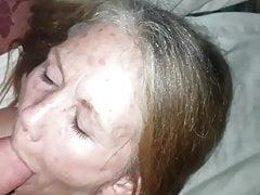 Puta de 60 años toma facial.
