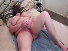 KraveBBW vibrates her creamy  hairy pussy