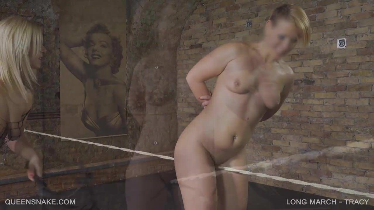 Толстая попка зрелой женщины в чулках