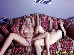 Dwie napalone dziewczyny z zabawkami