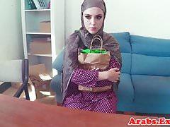 Arabischer Amateur vor dem Sperma in den Mund gepflügt