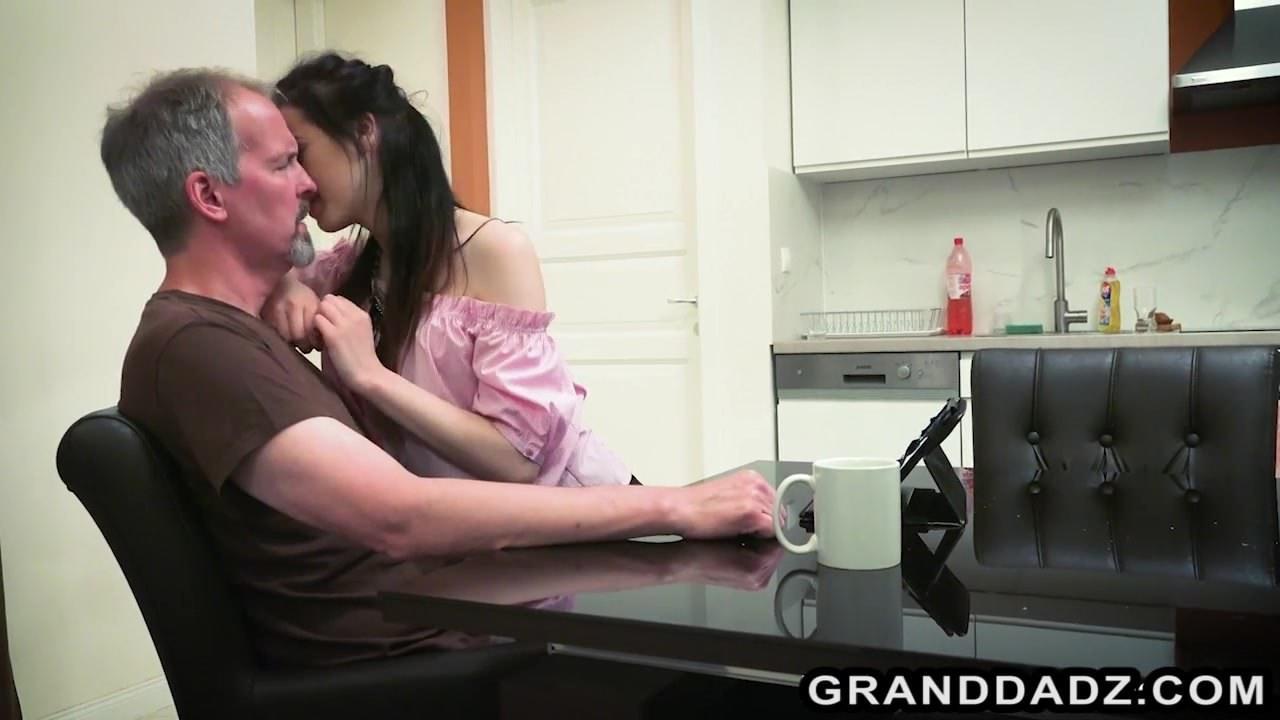 Видео порно вечеринки лесби