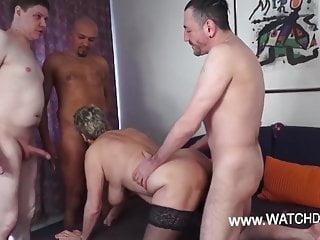 Group Sex Amateur Mature video: Oma Gerda fickt mit 4 notgeilen Kerlen